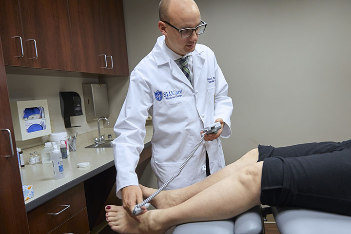 Dr. Adam Ring helps patient in Swelling Clinic